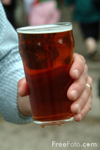 La mitad de los españoles beben alcohol con frecuencia